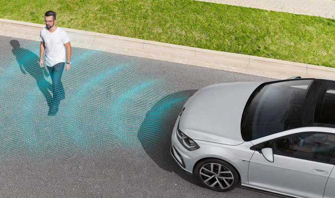 VW Golf R Variant - Front assist ACC